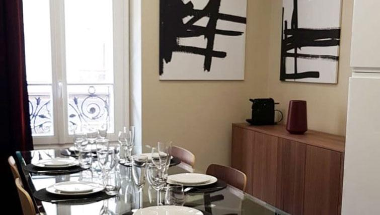 Dining table at Duret Apartment - Citybase Apartments
