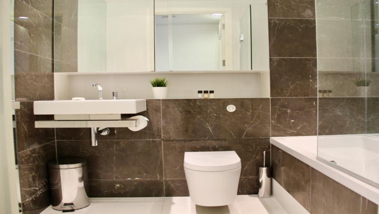 WC at Cloud Canary Wharf Apartments - Citybase Apartments