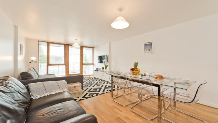 Dining table at Barrow Street Serviced Apartments - Citybase Apartments
