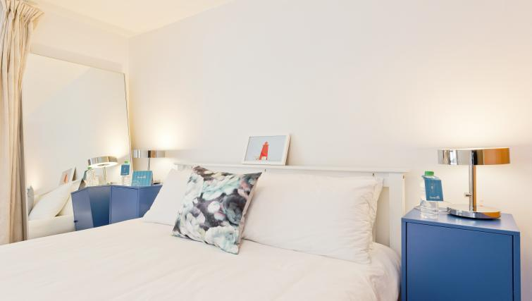Bright bedroom at Barrow Street Serviced Apartments - Citybase Apartments