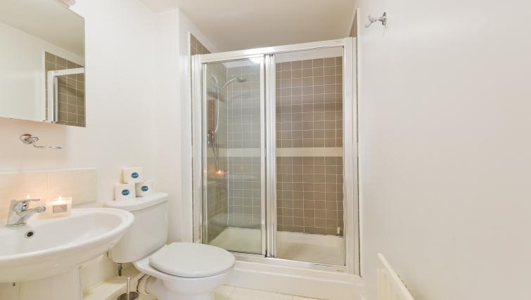 Shower at Barrow Street Serviced Apartments - Citybase Apartments