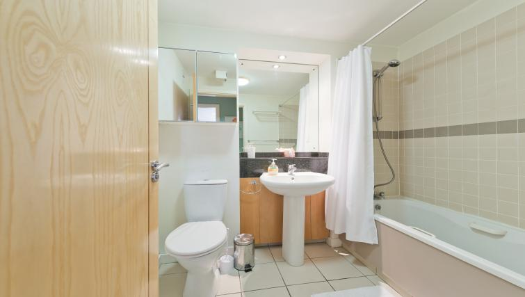 Bathroom at Barrow Street Serviced Apartments - Citybase Apartments