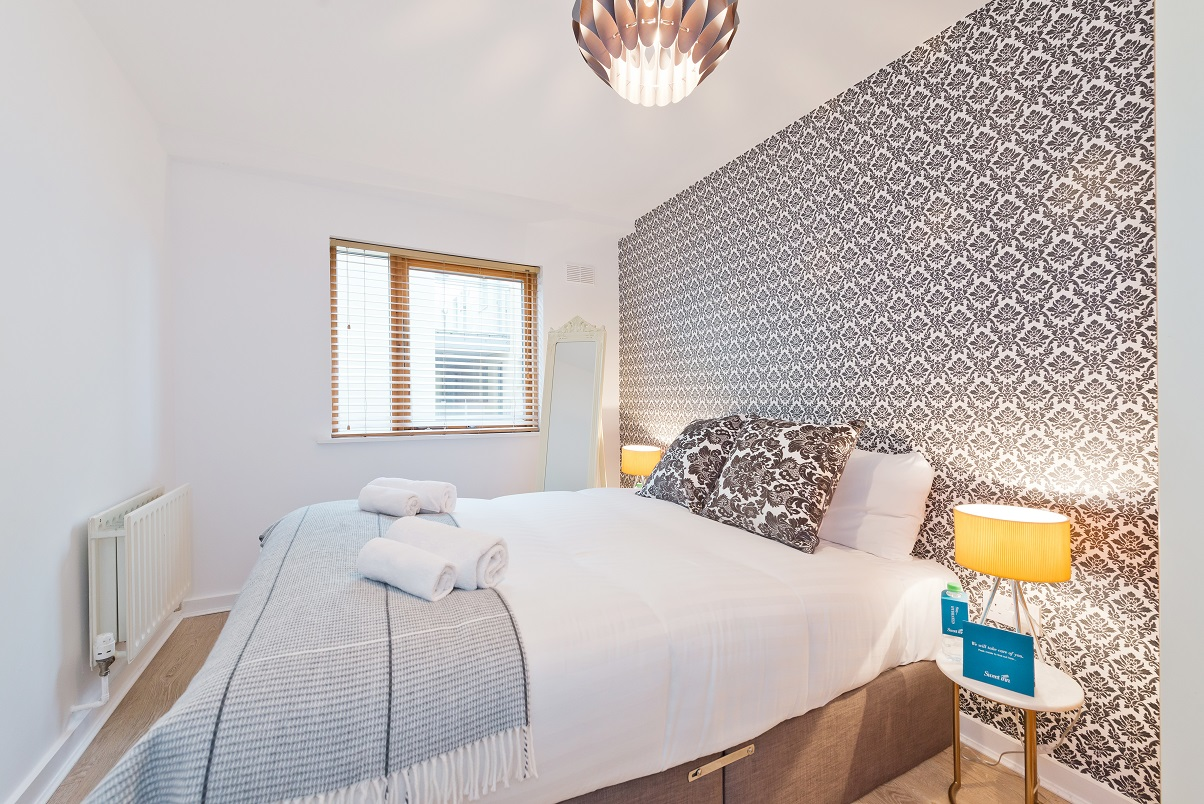 Clean bedroom at Barrow Street Serviced Apartments - Citybase Apartments