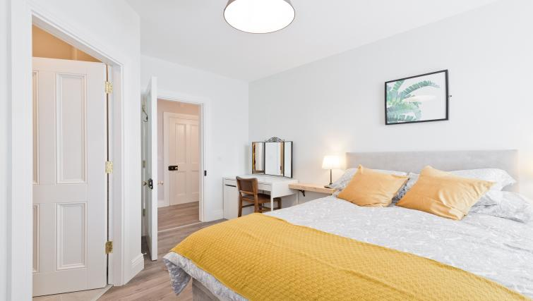 Spacious bedroom at Thormanby Road House - Citybase Apartments