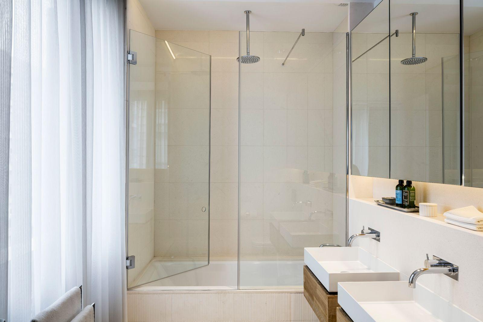 Shower at Onsider Apartments, Sarriá-Sant Gervasi, Barcelona - Citybase Apartments