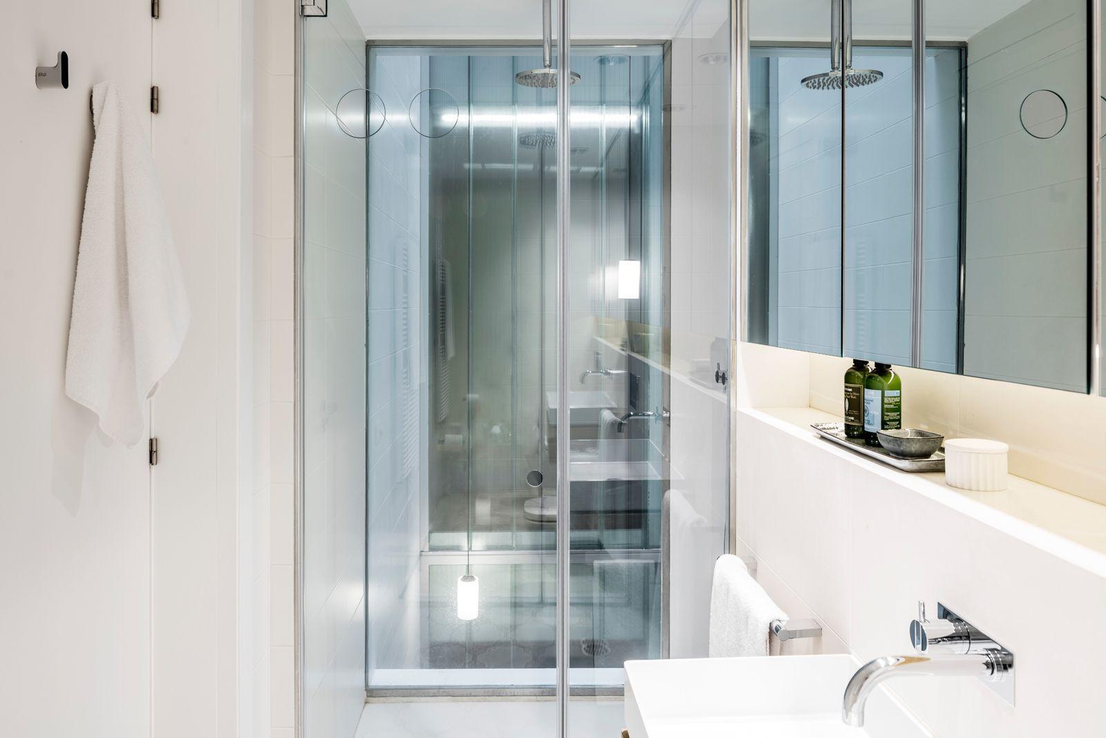 Bath at Onsider Apartments, Sarriá-Sant Gervasi, Barcelona - Citybase Apartments