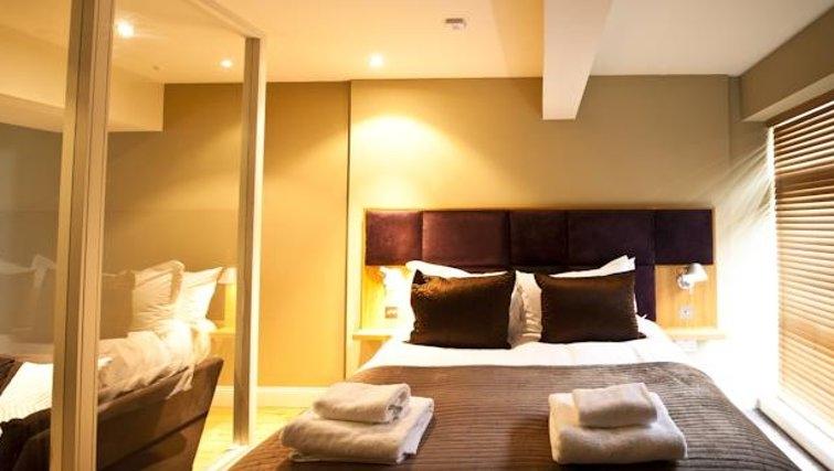 Warm bedroom at King Road Apartments - Citybase Apartments