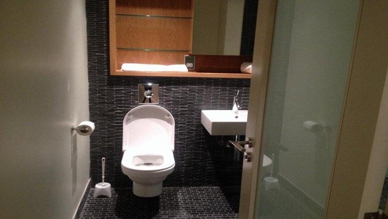 Pristine bathroom at King Road Apartments - Citybase Apartments