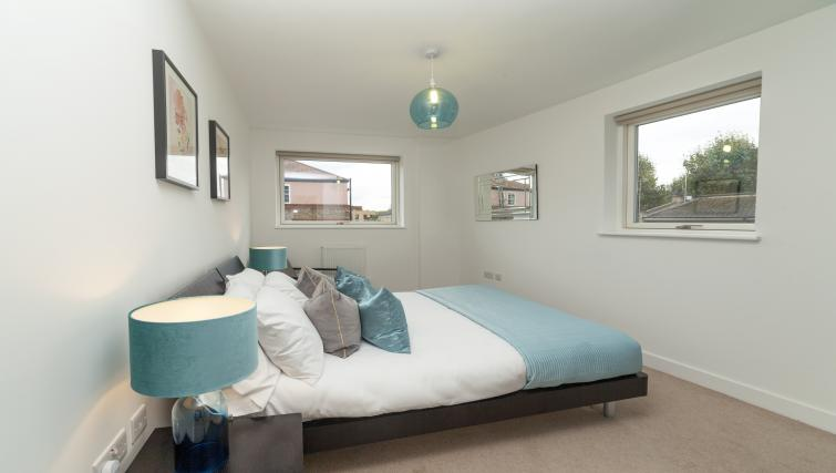 Spacious bedroom at Tower Bridge Serviced Apartments - Citybase Apartments