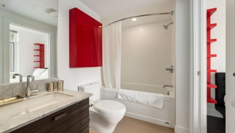 Bathroom at Drake Apartment - Citybase Apartments