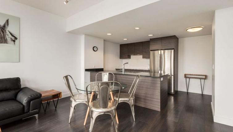 Dining table at Drake Apartment - Citybase Apartments