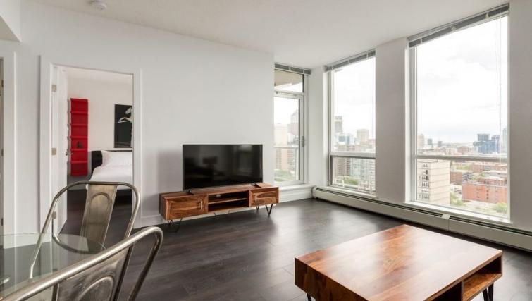 Living room at Drake Apartment - Citybase Apartments