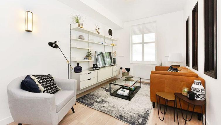 Living room at James Street Apartments - Citybase Apartments
