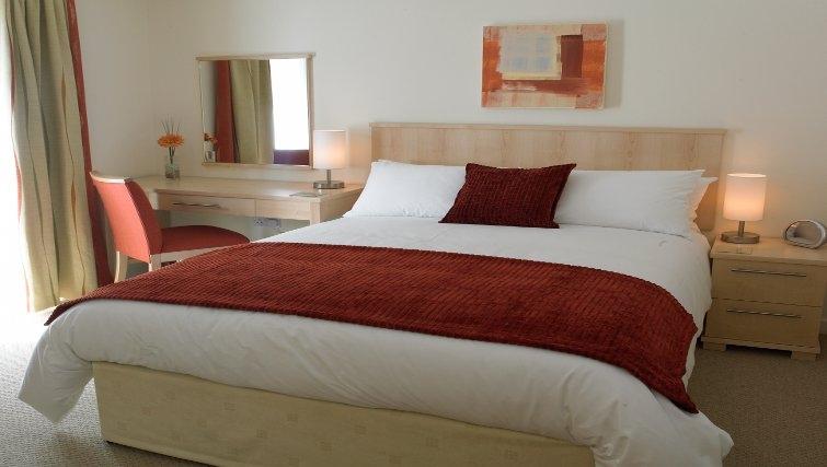 Bright airy bedroom at Banbury - Citybase Apartments