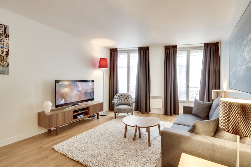 TV at Rue Du Mail Apartments - Citybase Apartments