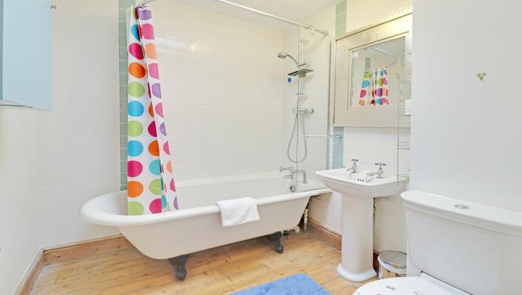 Bathroom at Pebble Mews House - Citybase Apartments