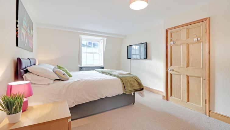 Bedroom at Pebble Mews House - Citybase Apartments