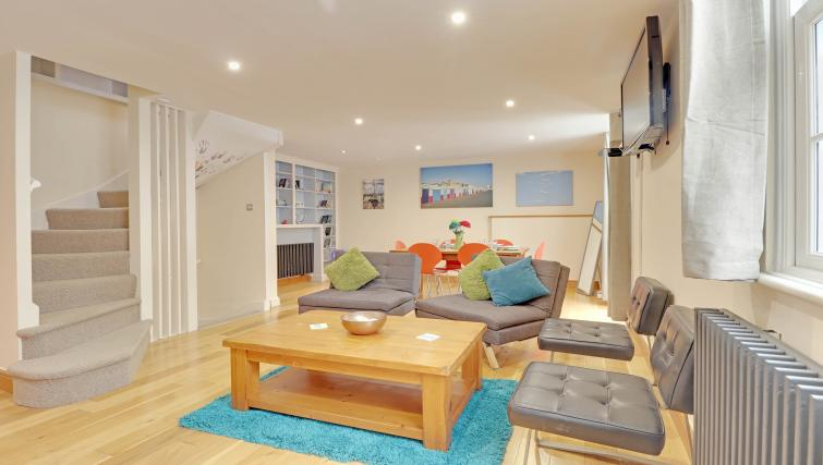 Living room at Pebble Mews House - Citybase Apartments