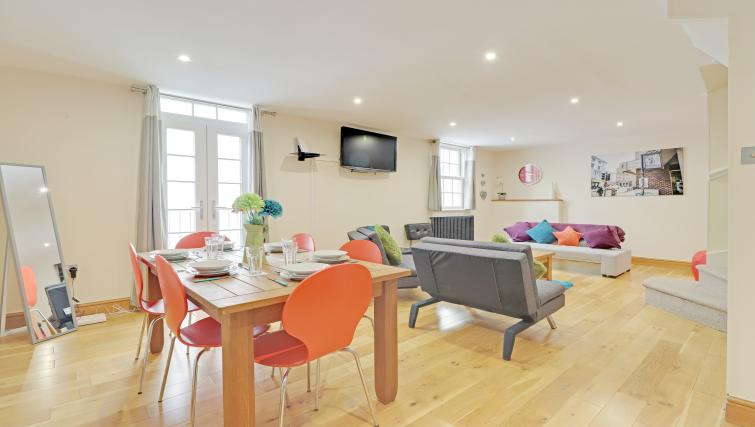 Dining area at Pebble Mews House - Citybase Apartments
