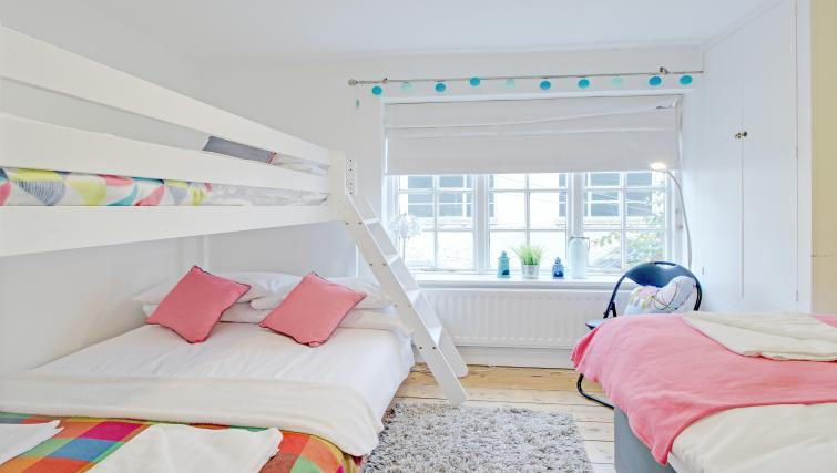Bright bedroom at Frederick Gardens Cottage - Citybase Apartments