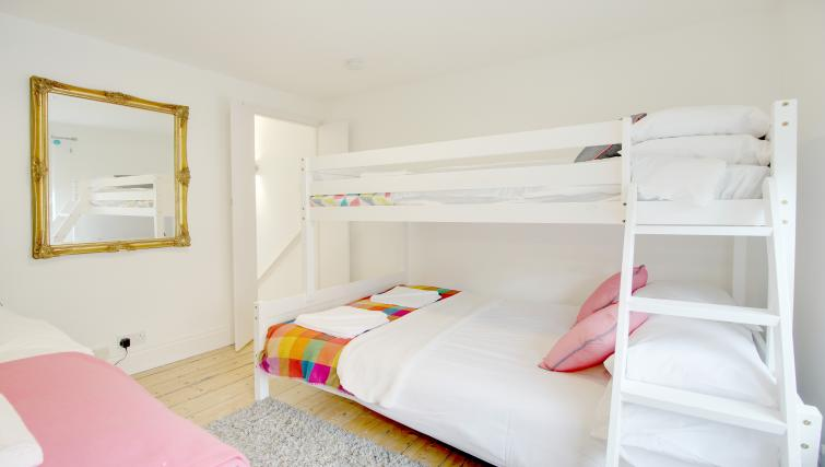 Bunk beds at Frederick Gardens Cottage - Citybase Apartments
