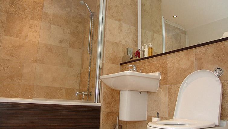 Bathroom in the Quay Serviced Apartments - Citybase Apartments