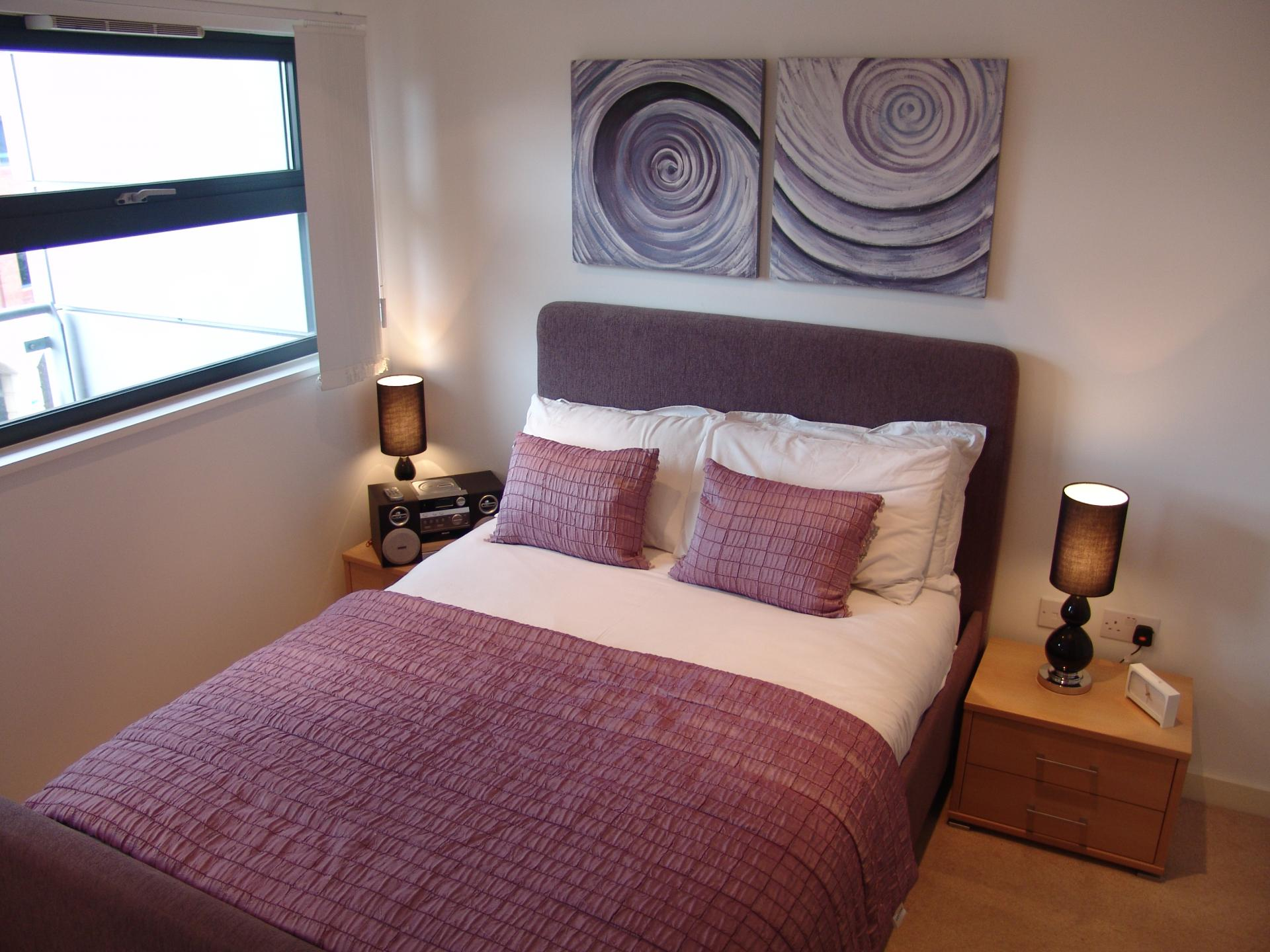 Double bed at Quay Serviced Apartments - Citybase Apartments