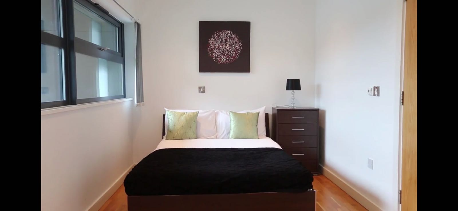 Cosy bedroom at Quay Serviced Apartments - Citybase Apartments