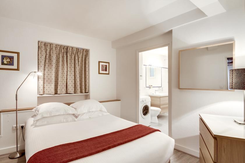 Bedroom at Rue d'Argout Apartments - Citybase Apartments