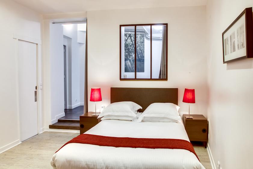 Cosy bedroom at Rue d'Argout Apartments - Citybase Apartments