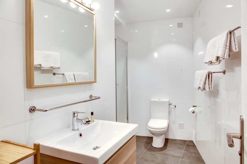 Clean bathroom at Rue d'Argout Apartments - Citybase Apartments