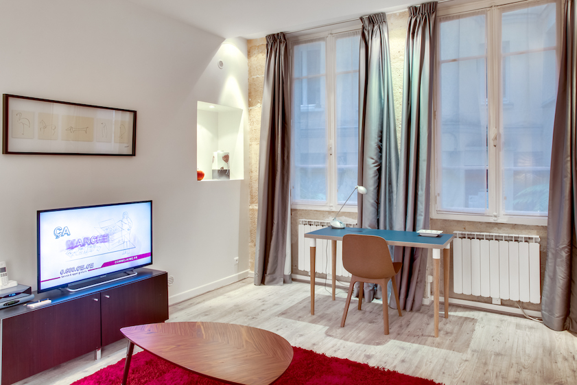 Dining area at Rue d'Argout Apartments - Citybase Apartments