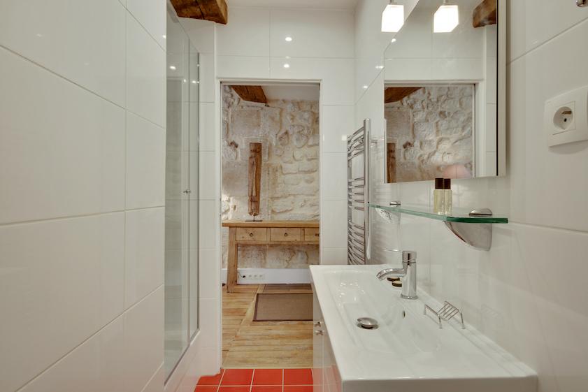 Sink at Rue Saint-Sauveur Apartments - Citybase Apartments
