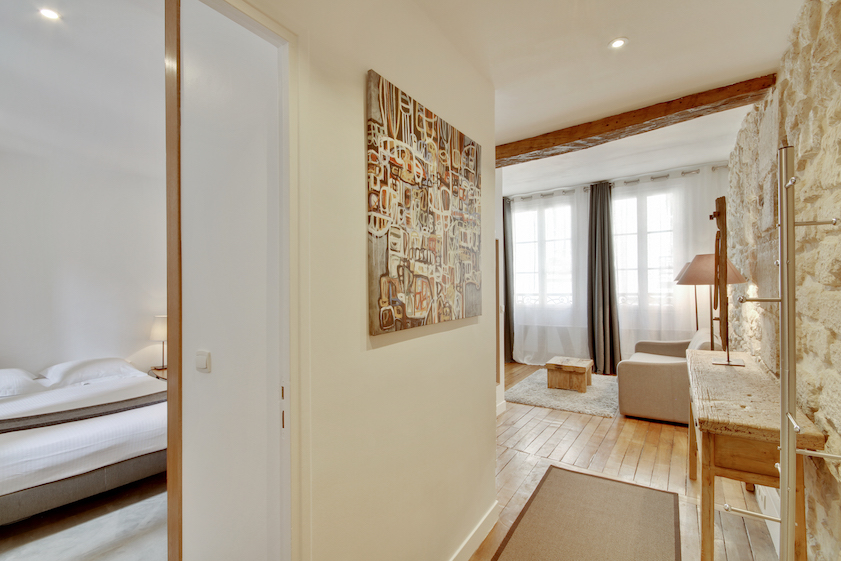 Hallway at Rue Saint-Sauveur Apartments - Citybase Apartments