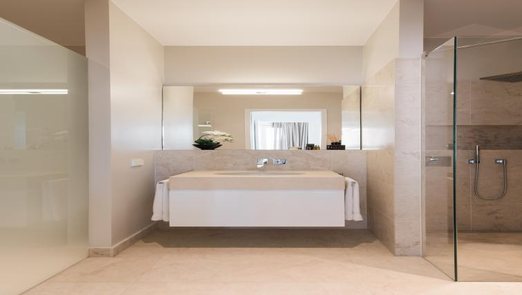 Modern bathroom at InTown Residences - Citybase Apartments