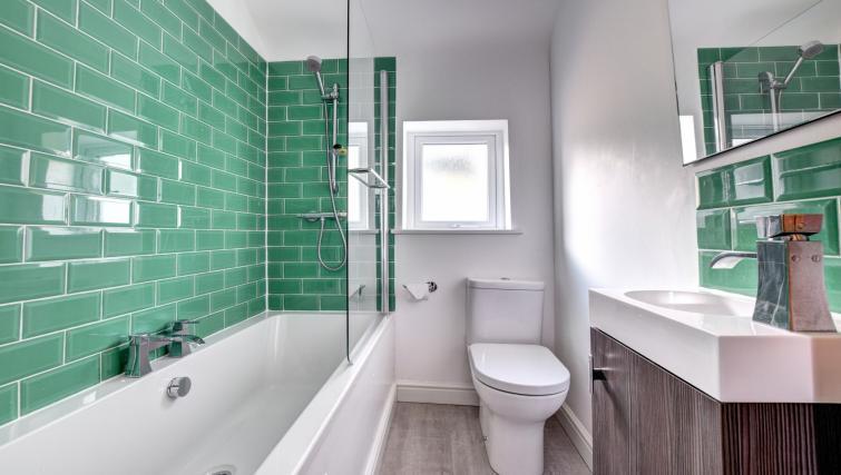 Bathroom at Glan Yr Afon Townhouse - Citybase Apartments