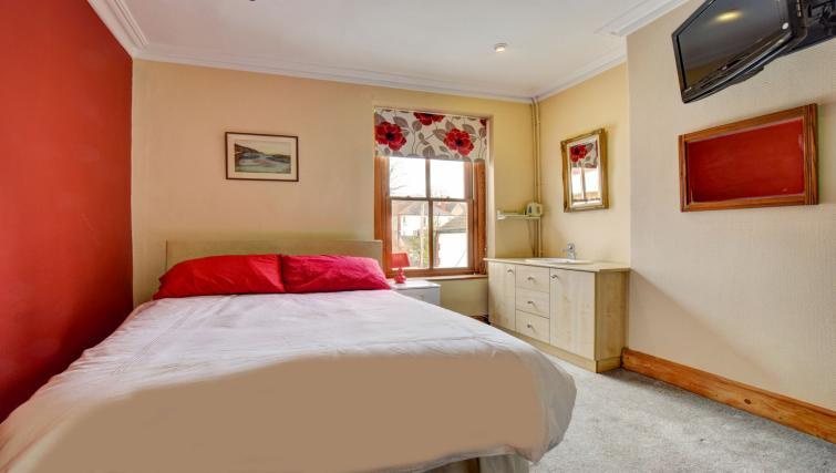 Cosy bedroom at Pontcanna Townhouse - Citybase Apartments