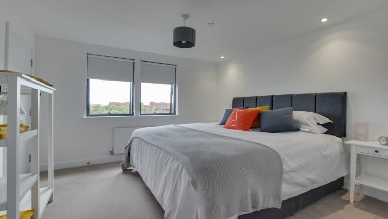 Spacious bedroom at Pen Dinas Apartment - Citybase Apartments