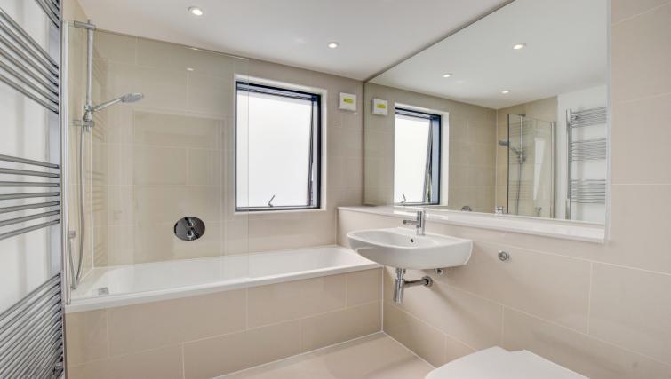 Bathroom at Pen Dinas Apartment - Citybase Apartments