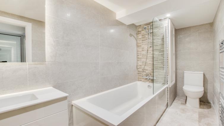 Bathroom at Hafan Y Porth Apartment - Citybase Apartments