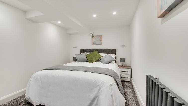 Cosy bedroom at Hafan Y Porth Apartment - Citybase Apartments