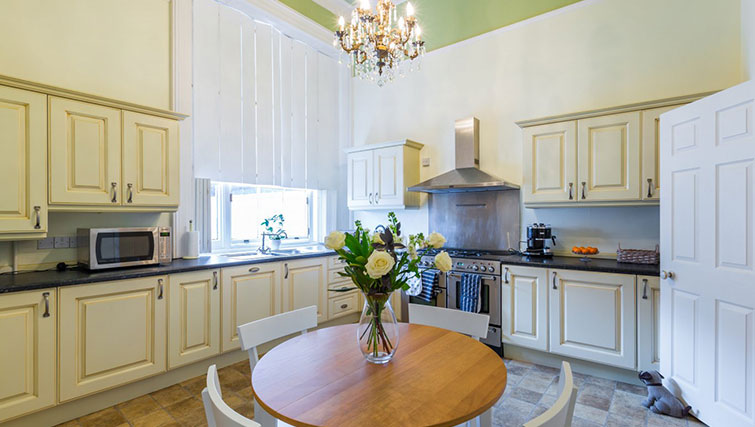 Equipped kitchen at 21 Montpelliar House - Citybase Apartments