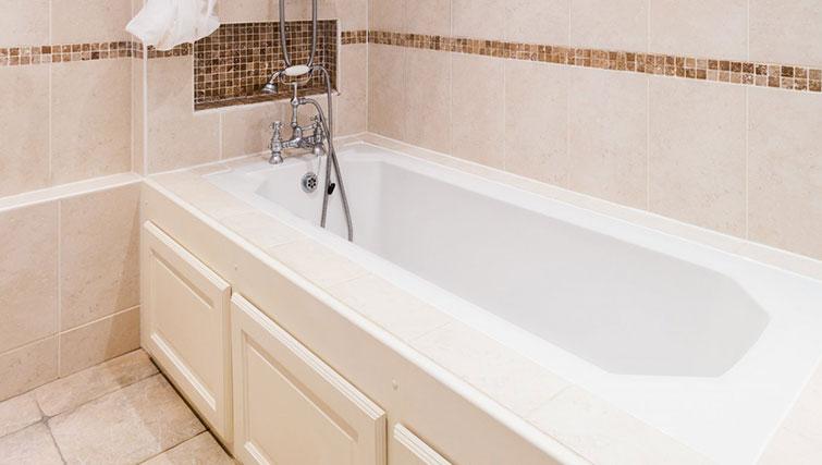 Bath at 21 Montpelliar House - Citybase Apartments