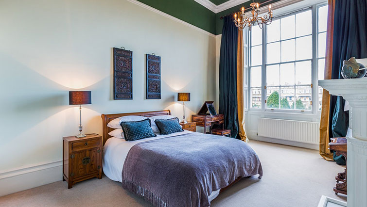 Large bedroom at 21 Montpelliar House - Citybase Apartments