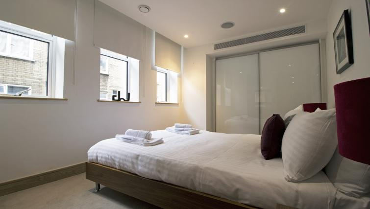 Bed at 7 Red Lion Court Apartment - Citybase Apartments