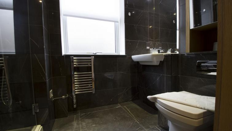 Bathroom at 7 Red Lion Court Apartment - Citybase Apartments
