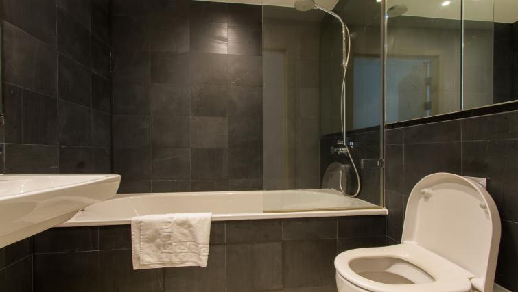 Bath at Canalside Living Apartments - Citybase Apartments