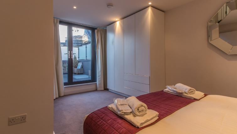 Double bed at Liverpool Street Apartment - Citybase Apartments