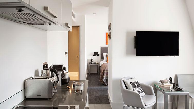 Tv at Templeton Place Aparthotel - Citybase Apartments