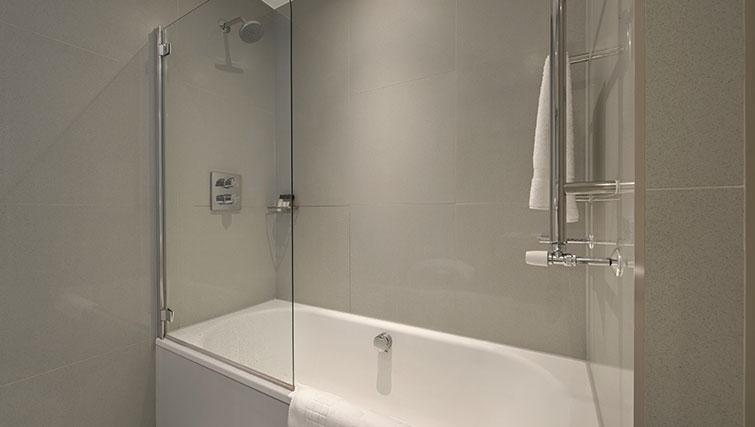 Bath at Templeton Place Aparthotel - Citybase Apartments